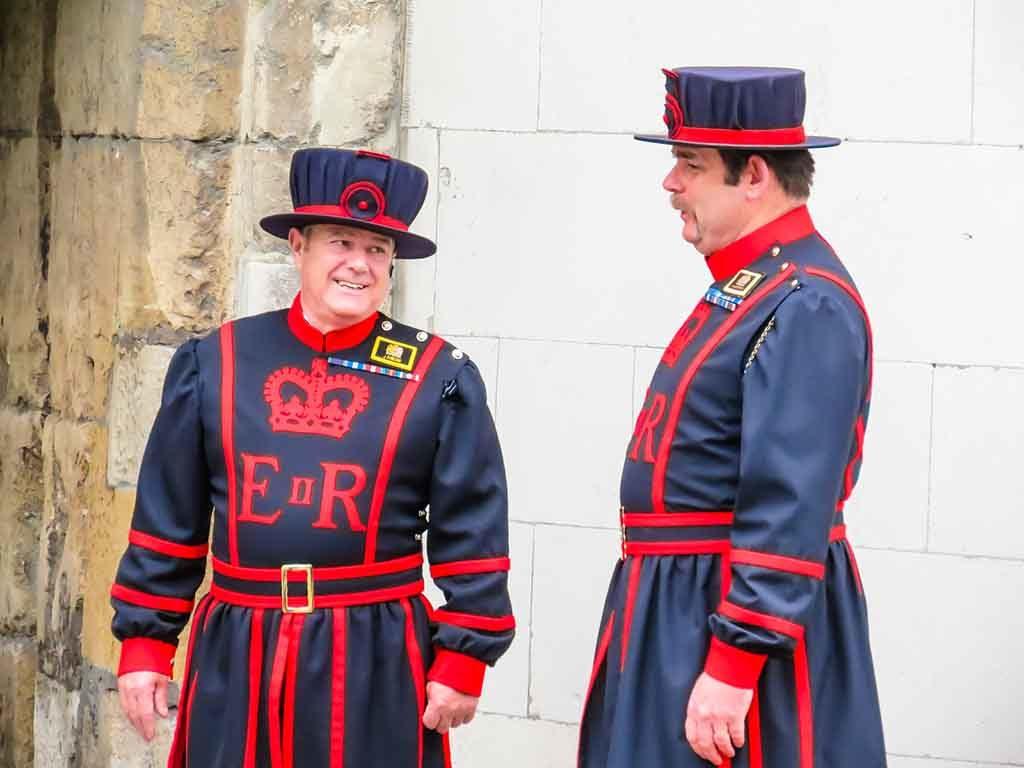 Die Beefeaters bewachen die Tower von London