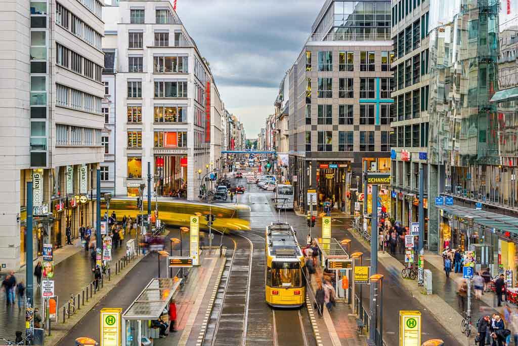 Die Friedrichstrasse ist heute DIE Flaniermeile in Berlin