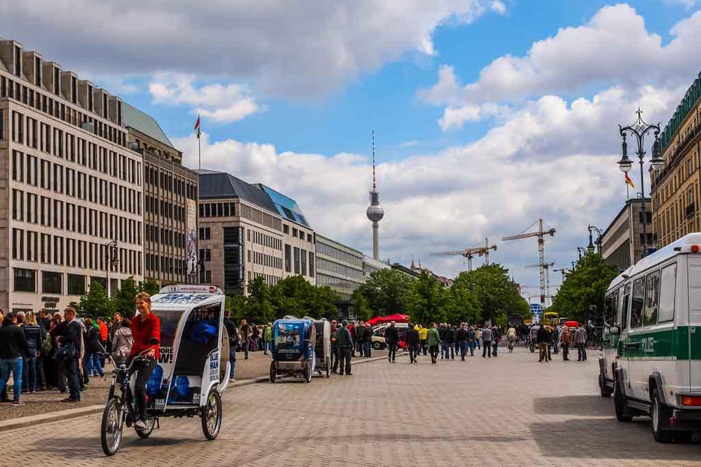 Die Allee Unter den Linden in Berlin