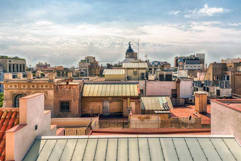Blick über die Dächer des Eixample-Bezirks in Barcelona