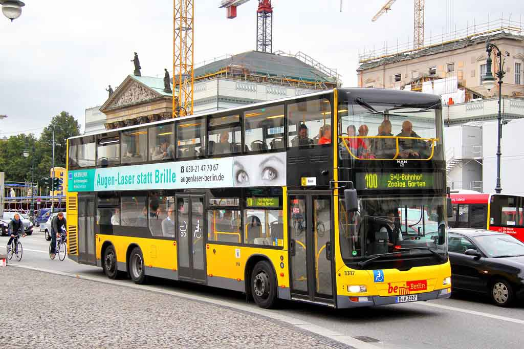 The 100er bus in Berlin drives past the most famous sights