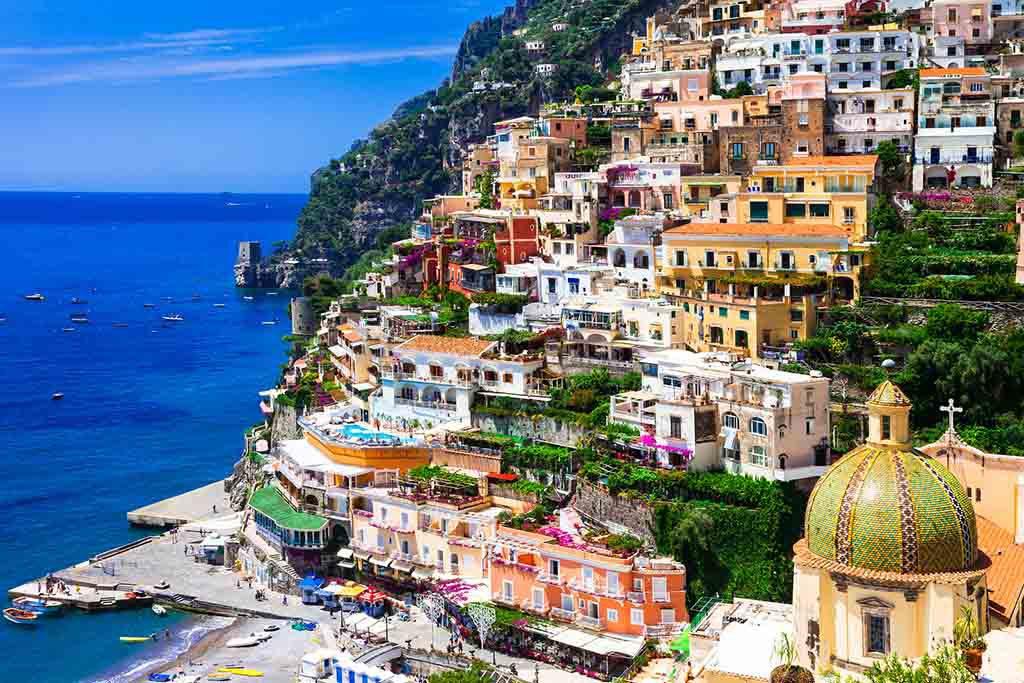 Schön und bunt: Positano an Italiens Amalfi-Küste