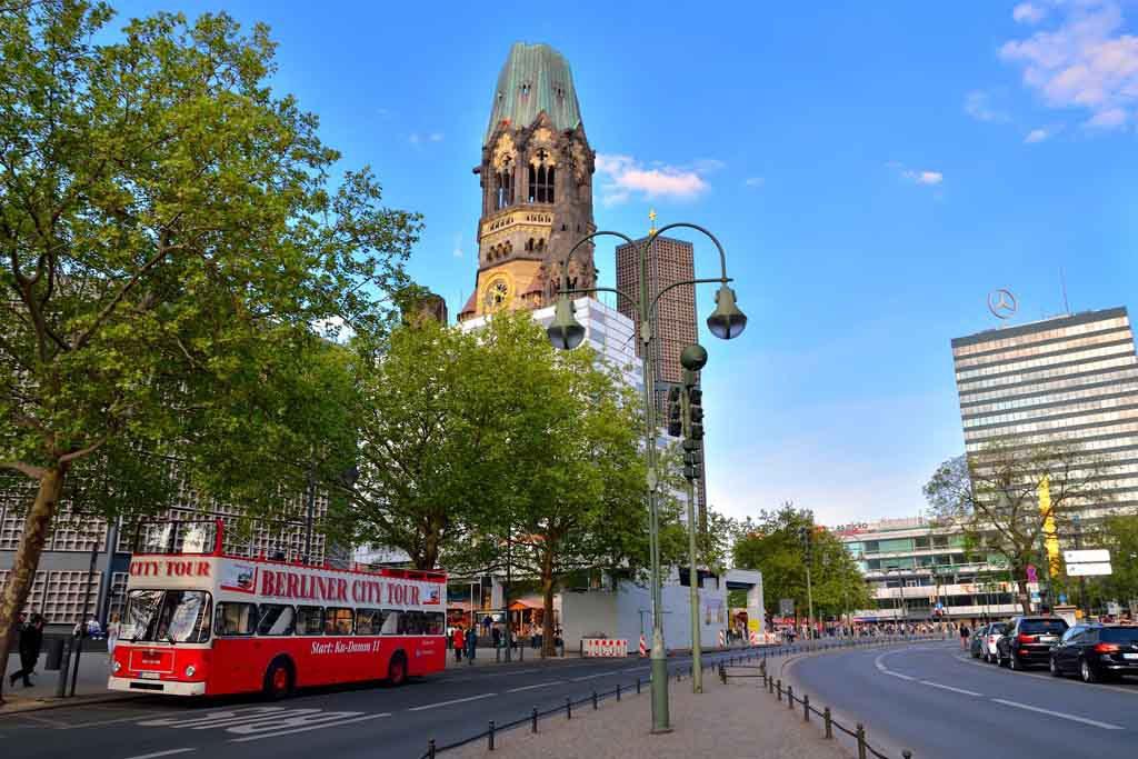 Die Kaiser-Wilhelm-Gedächtniskirche am Berliner Hardenbergplatz F