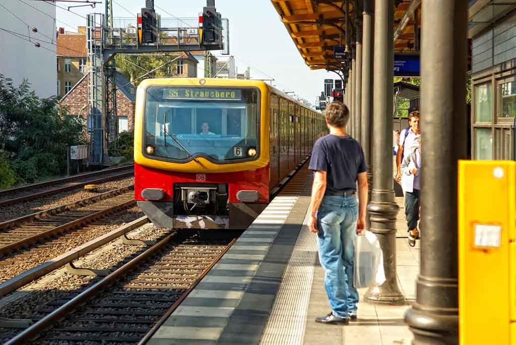 Mit der Ringbahn kann man einmal rund um Berlin fahren