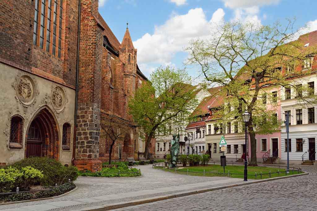 Die Nikolaikirche ist die älteste Kirche in Berlins