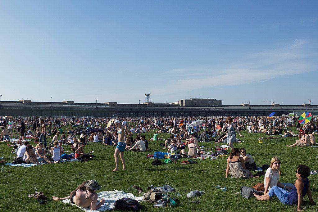 Volksfest auf dem Tempelhofer Feld in Berlin