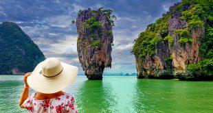 Die Insel Ko Phing Kan besser bekannt als James-Bond-Island befindet sich in der Bucht von Phang Nga. Der Besuch der Insel wird hauptsächlich von Phuket und Krabi aus als Bootsausflug angeboten.