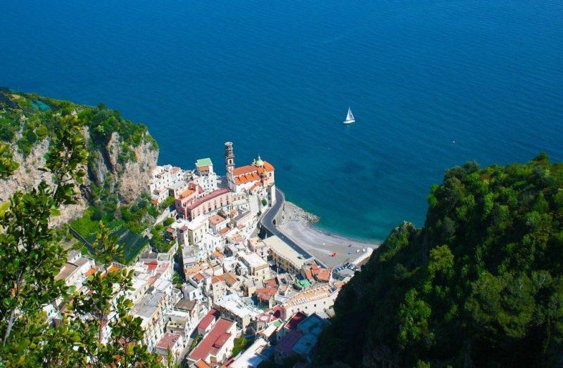 Atrani an der italienischen Amalfiküste