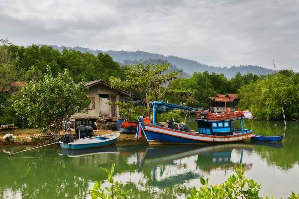Ein Fischerhaus in den Mangrovenwäldern von Koh chang, Thailand