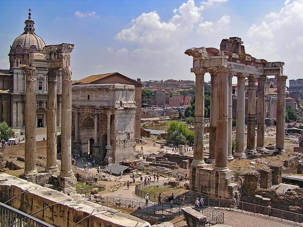 Das Forum Romanum in Rom ist der älteste öffentliche Platz in Rom
