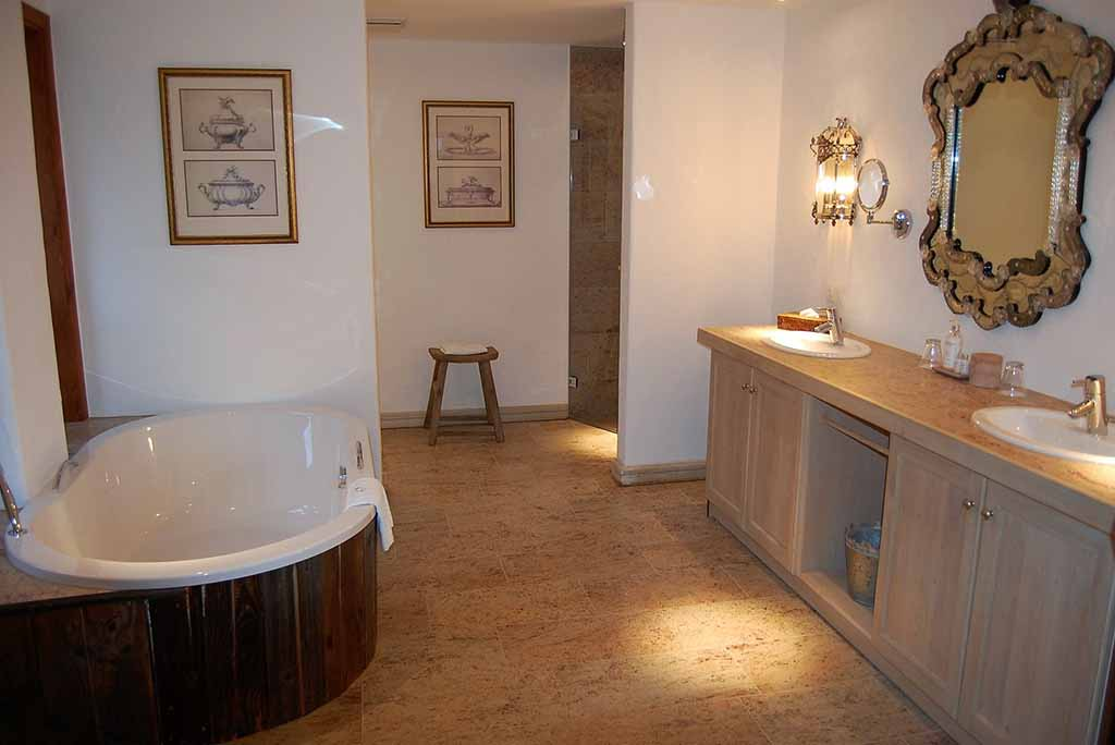 Zur Bleiche – Das Bad in einer Landhaussuite  Foto: F. Moritz