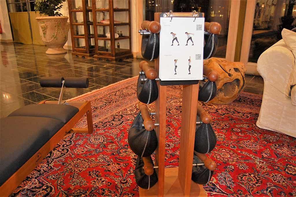 Zur Bleiche – Fitnessraum mit Gewichten aus Holz und Leder Foto: F. Moritz
