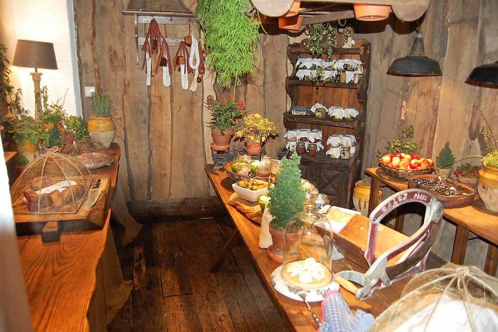 Die Speisekammer wie aus Omas Zeiten in der Bleiche Foto: F. Moritz