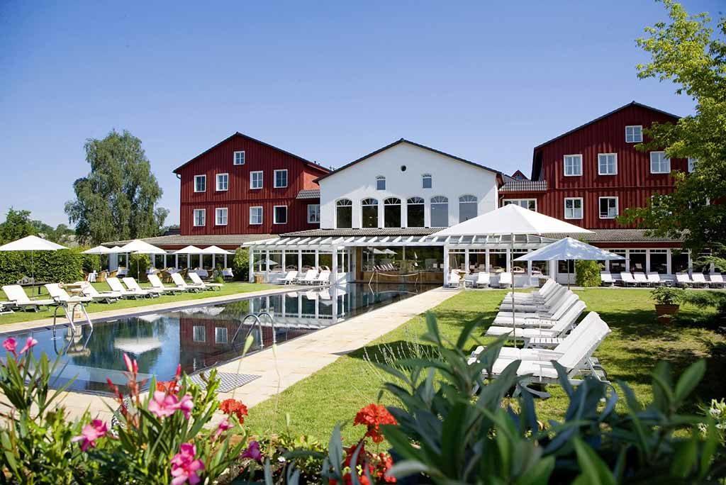 Außenpool und Liegewiese in der Bleiche   Foto: © Bleiche Resort & Spa