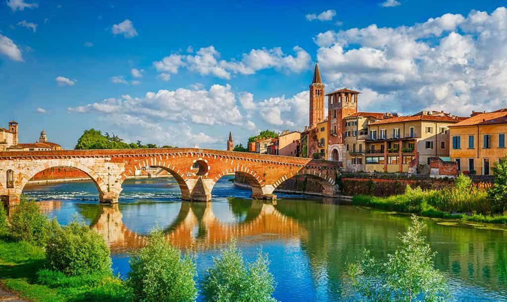 Die Ponte Pietra in Verona wurde 100 v. Chr. erbaut