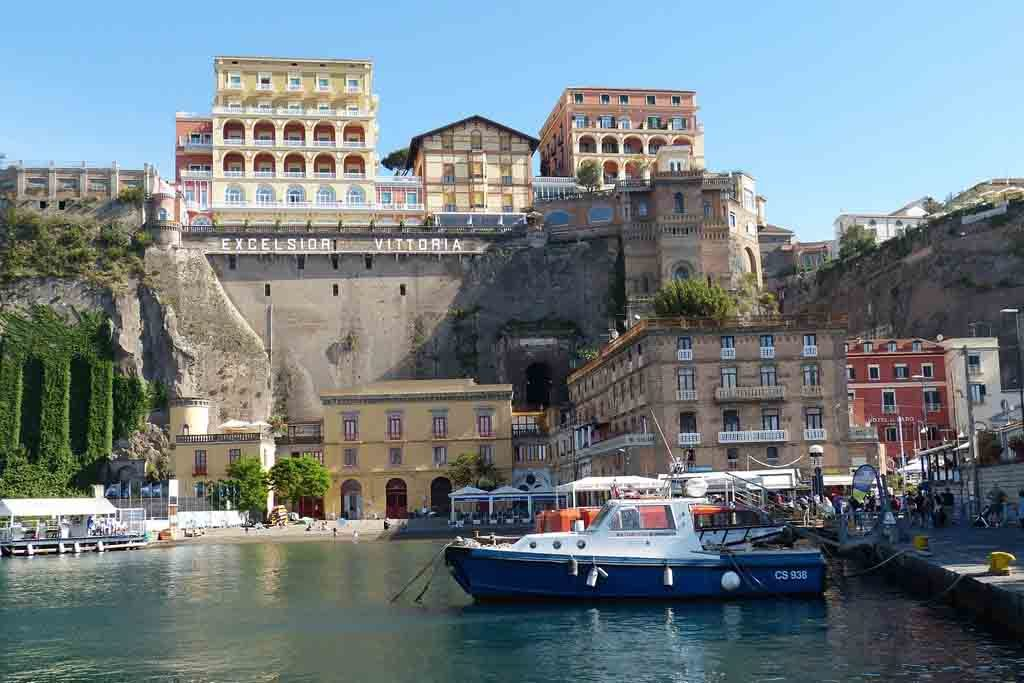 Der idyllische Hafen von Sorrent, Itelien