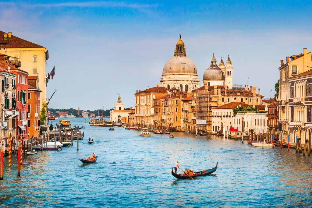 Der Canal Grande und die Basilica Di Santa Maria in Venedig