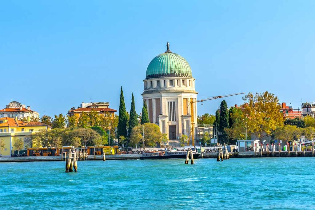 Lido vom Canal Grande aus gesehen in Venedig, Italien