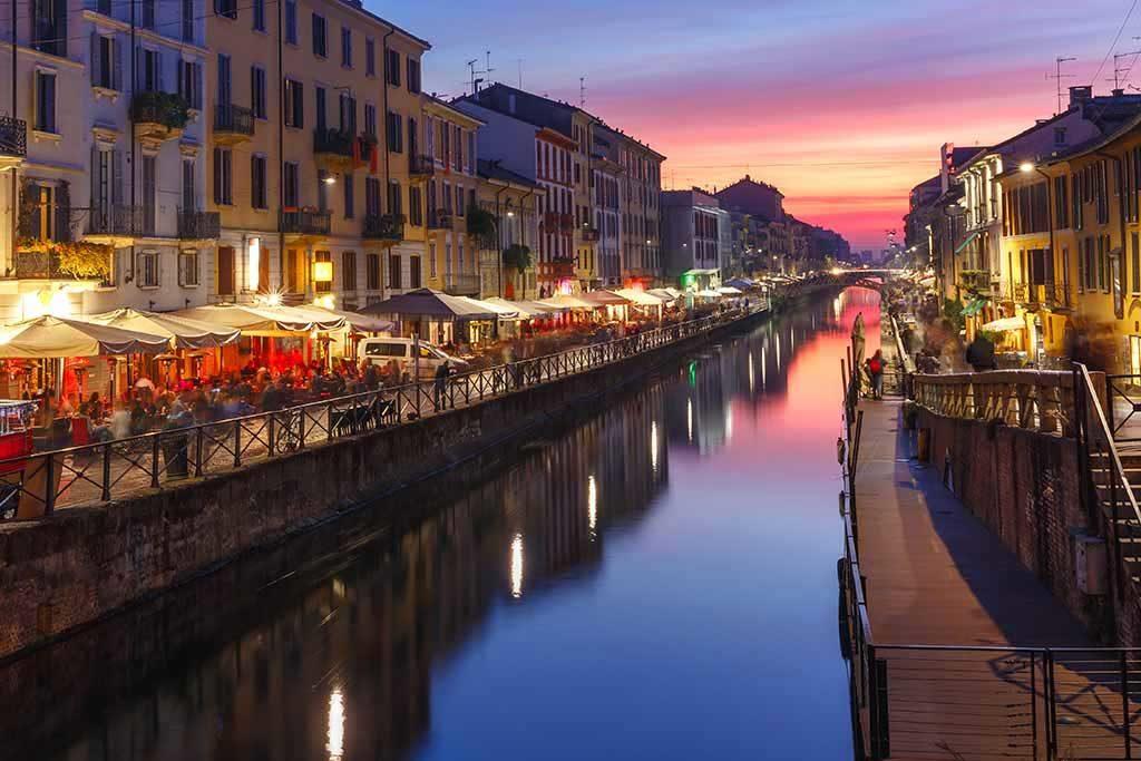 Der Naviglio Grande in Mailand ist ein beliebtes Ausgehviertel