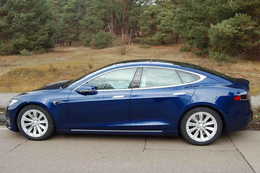 Tesla Model S 100 D: Schöne Seiten-Silhouette