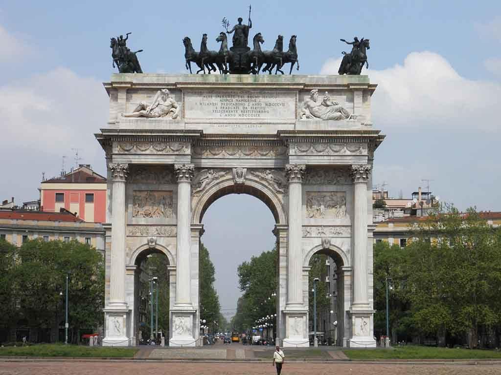 Der Arco della Pace ist der Triumphbogen von Mailand