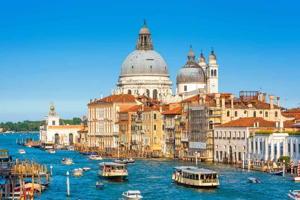 Venedig, Italien: Blick auf den Canal Grande und die Basilika Santa Maria della Salute