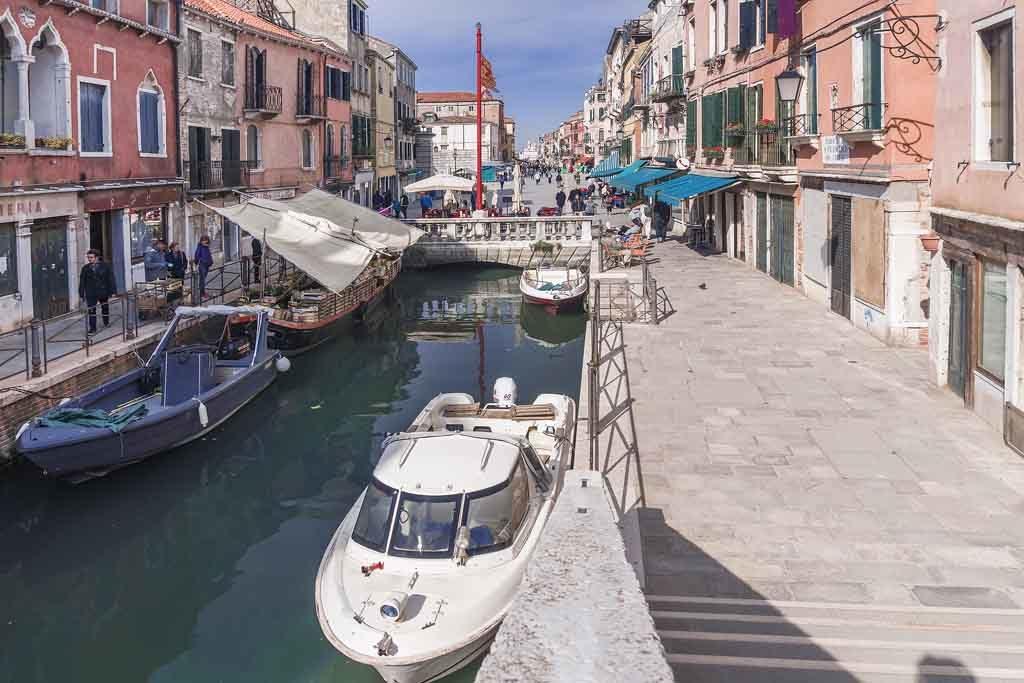 Die Garibaldi-Straße in Venedig befindet sich im Stadtteil Castello