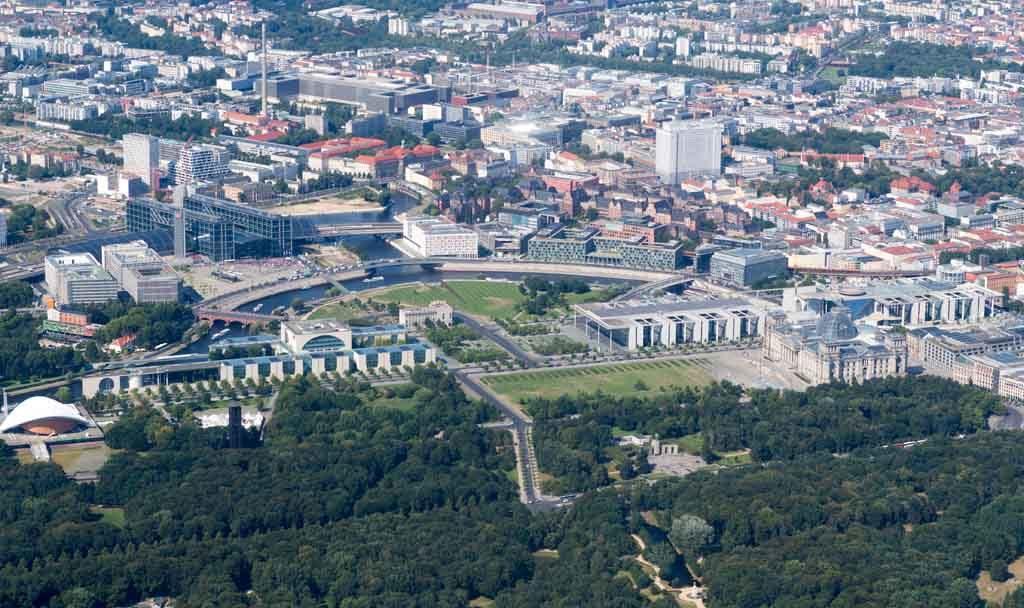 Das Regierungsviertel in Berlin am Spreebogen aus der Vogelperspektive