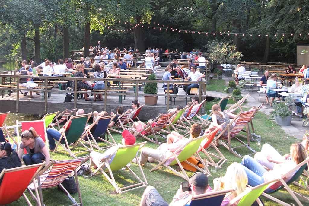 Das Café am Neuen See im Berliner Tiergarten