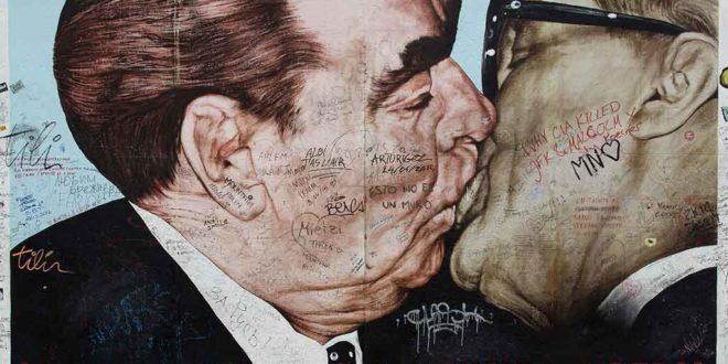 Der Bruderkuss ist wohl das bekannteste Wandbild der East Side Gallery