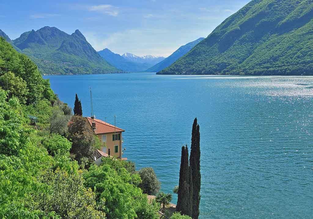 Blick auf den Luganersee in Italien