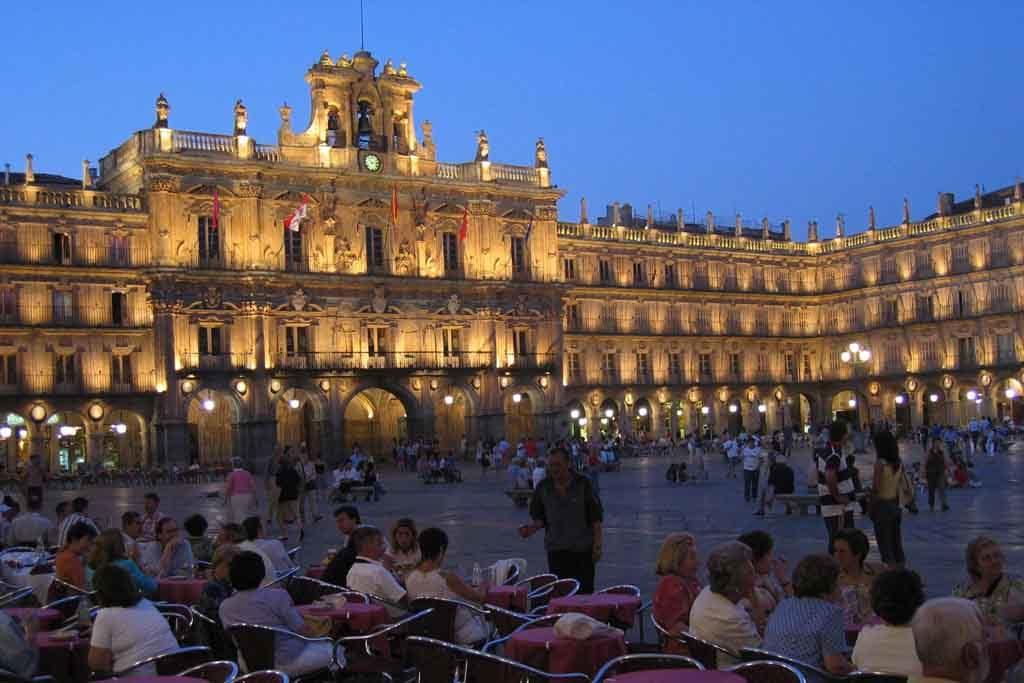 Der Plaza Mayor ist ein berühmtes Wahrzeichen von Salamanca