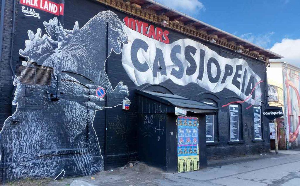Der Cassiopeia Nachtclub mit Subkulturflair & Livemusikprogramm auf dem RAW Gelände