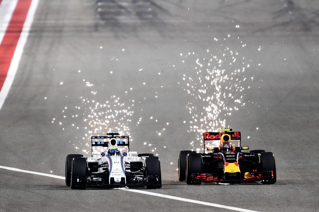 Zweikampf von Felipe Massa (l.) Williams FW38 und Daniil Kvyat in Bahrain