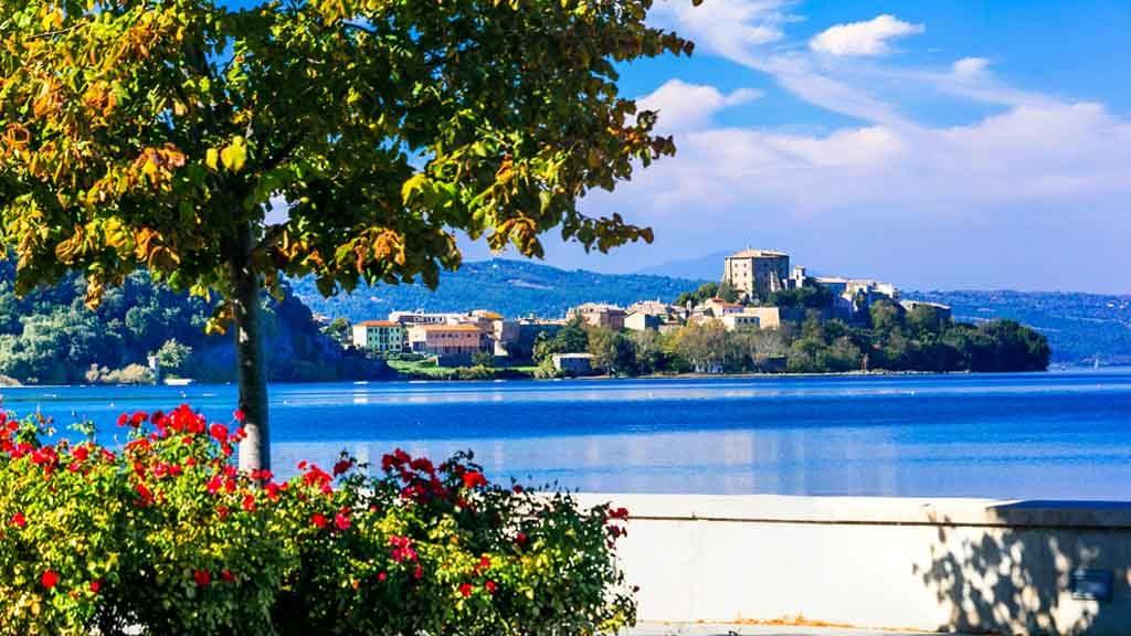 Der Bolsenasee in Mittelitalien