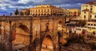Die berühmten Brücken der andalusischen Stadt Ronda in Spanien