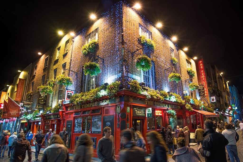 Temple Bar ist Dublins Kulturviertel mit einem munteren Nachtleben