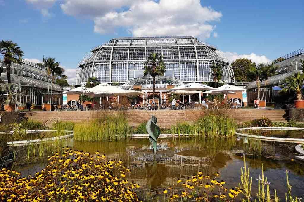 Das große Tropenhaus im Botanischen Garten in Berlin