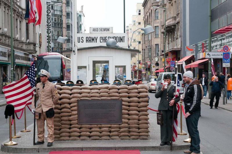 """Der frühere Checkpoint """"Point Charlie"""" in Berlin"""