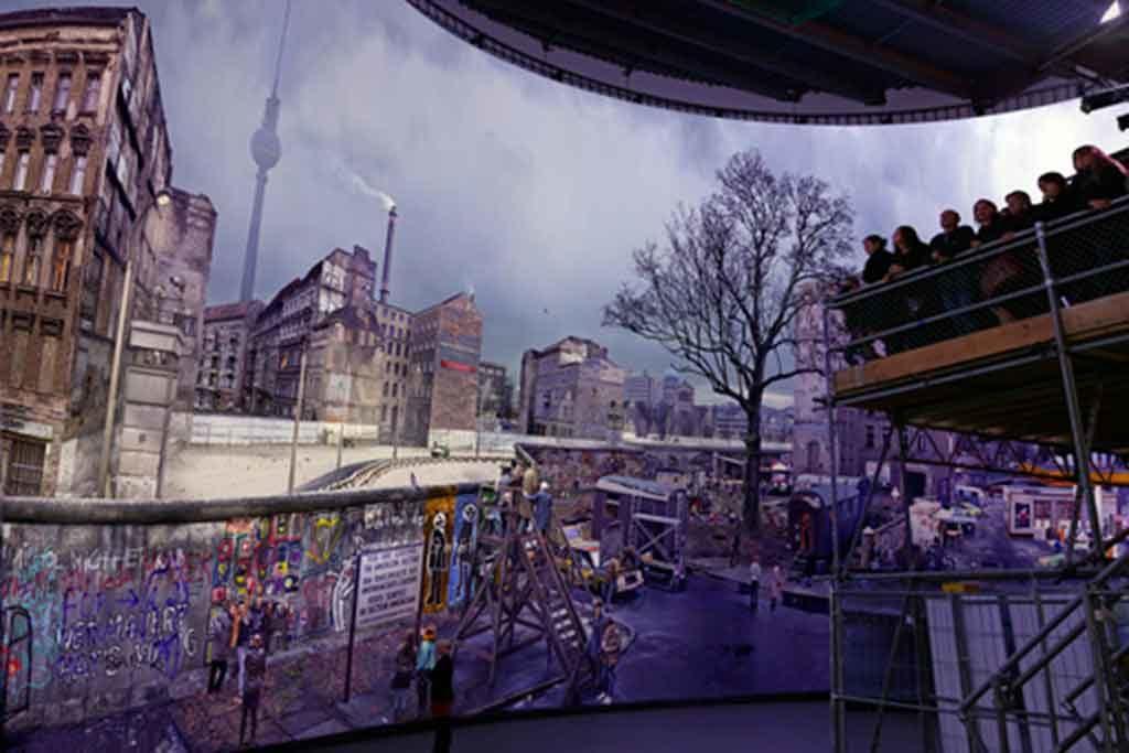 Die Besucherplattform des asisi Panorama Berlin ist ein simples Baugerüst