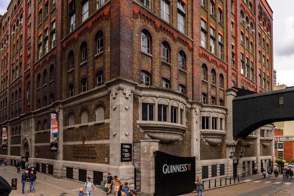 Die Guinnes Brauerei ist ein der beliebtesten Sehenswürdigkeiten in Irland