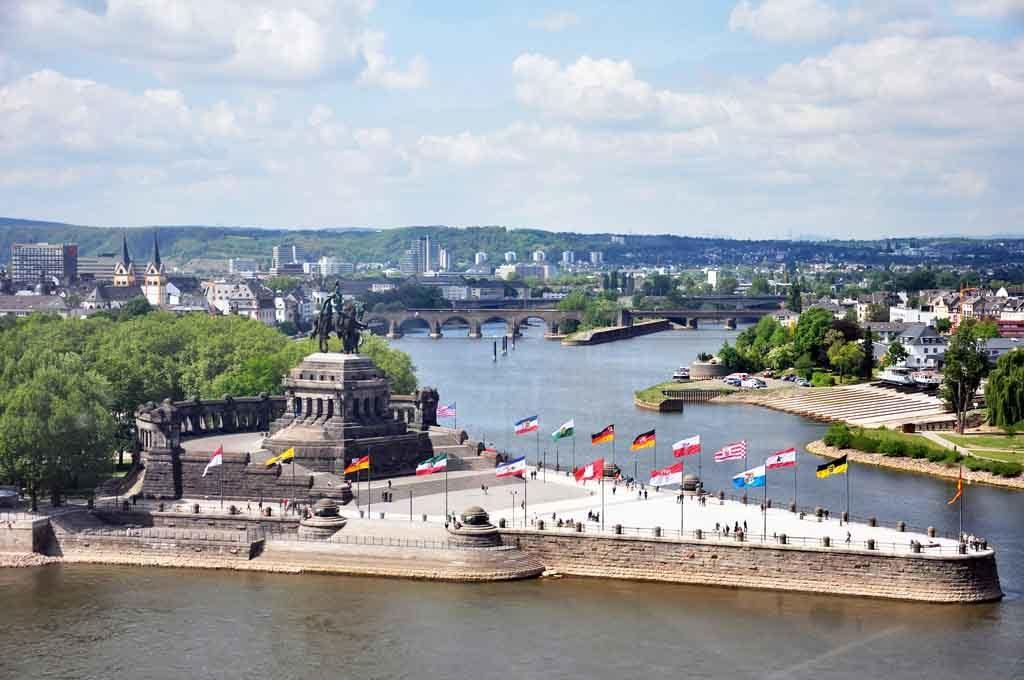 Das Kaiser-Wilhelm I. Denkmal am Deutschen Eck ist eines der bekanntesten Wahrzeichen von Koblenz