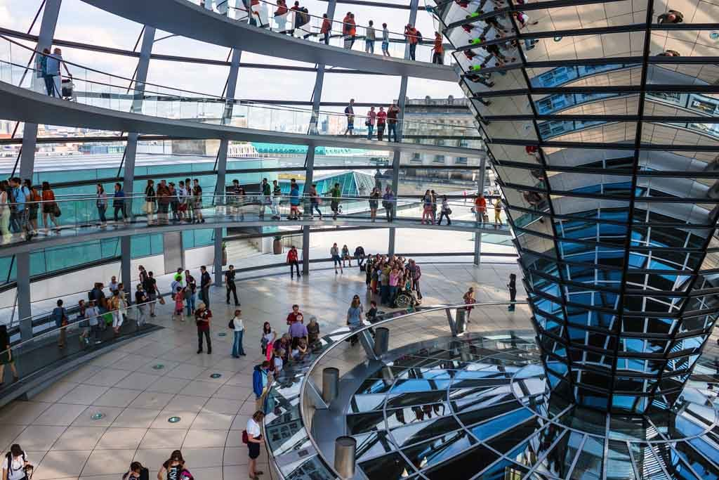 Blick in die Glaskuppel des Berliner Reichstags