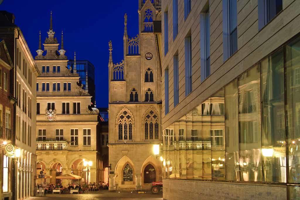 Moderne und historische Architektur gehen in Münster Hand in Hand