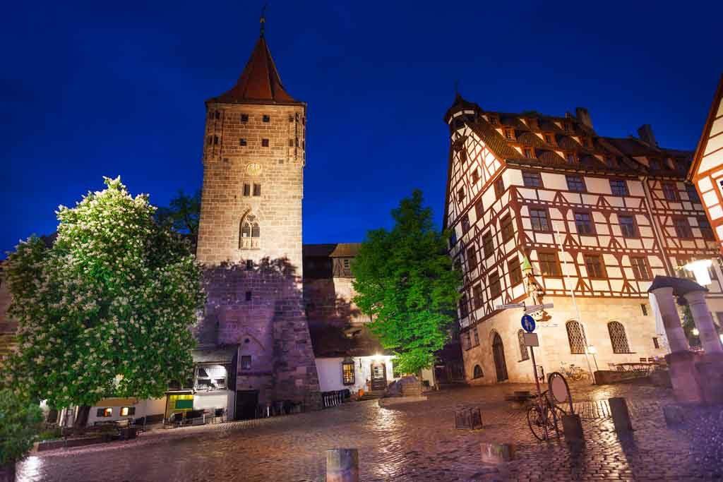 Die Kaiserburg in Nürnberg zur blauen Stunde