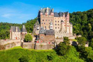 Burg Eltz als wichtigste Etappe des Moselsteigs