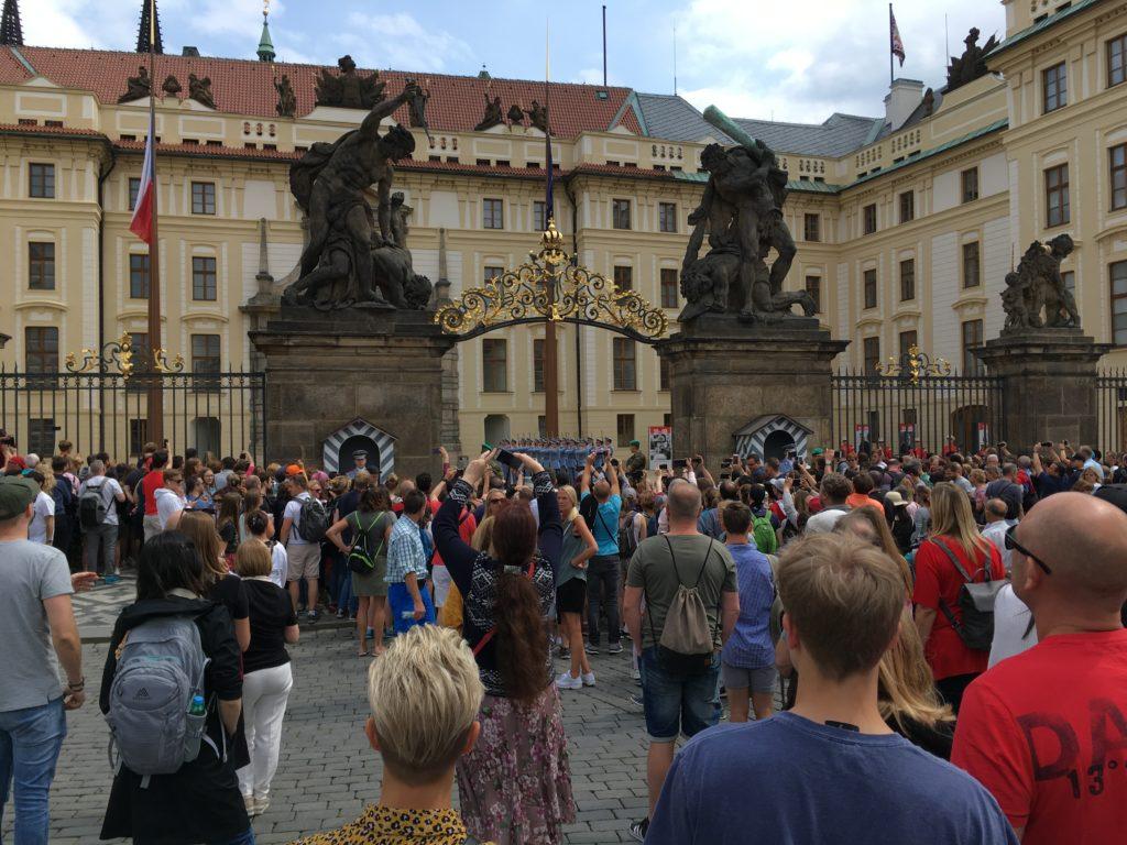 Wachwechsel auf der Prager Burg Foto: F. Moritz