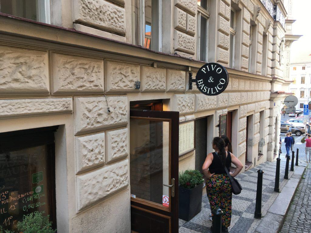 """""""Pivo & Basilico"""" Restaurant in Prag Foto: F. Moritz"""