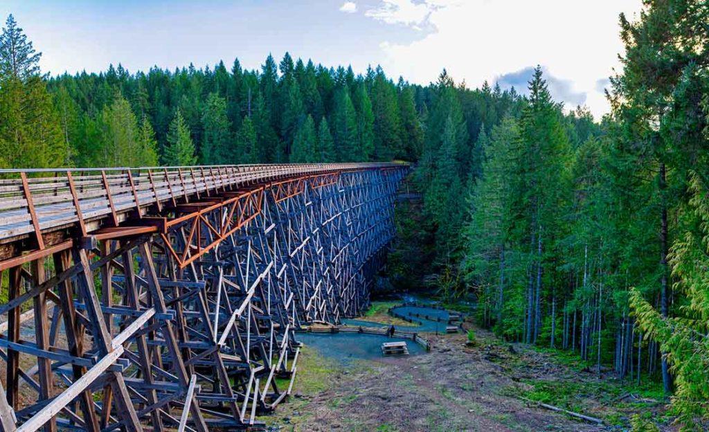 Die hölzerne Eisenbahnbrücke Kinsol Trestle auf Vancouver Island