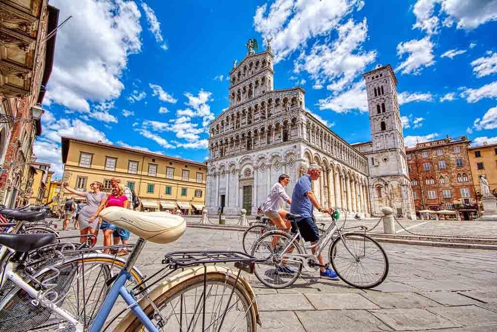 Die Kathedrale San Michele in der Altstadt von Lucca, Italien